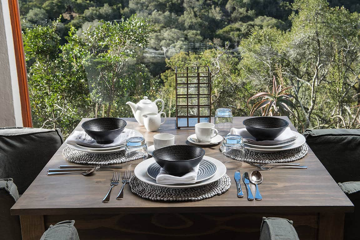 Inzolo Exclusive Game Lodge Dining setup