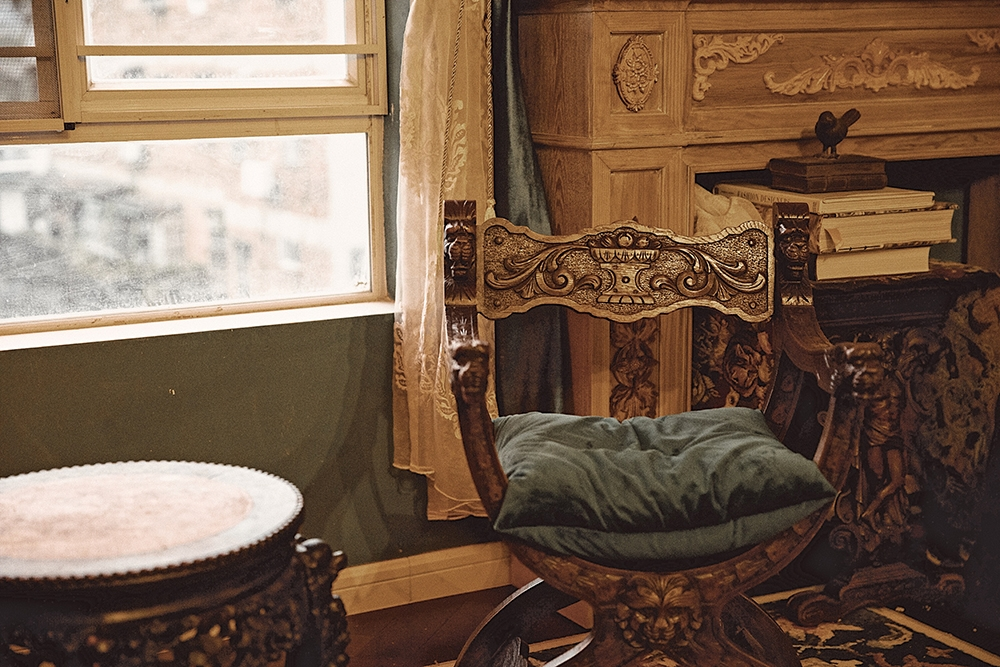 antique wooden furniture for home decoration
