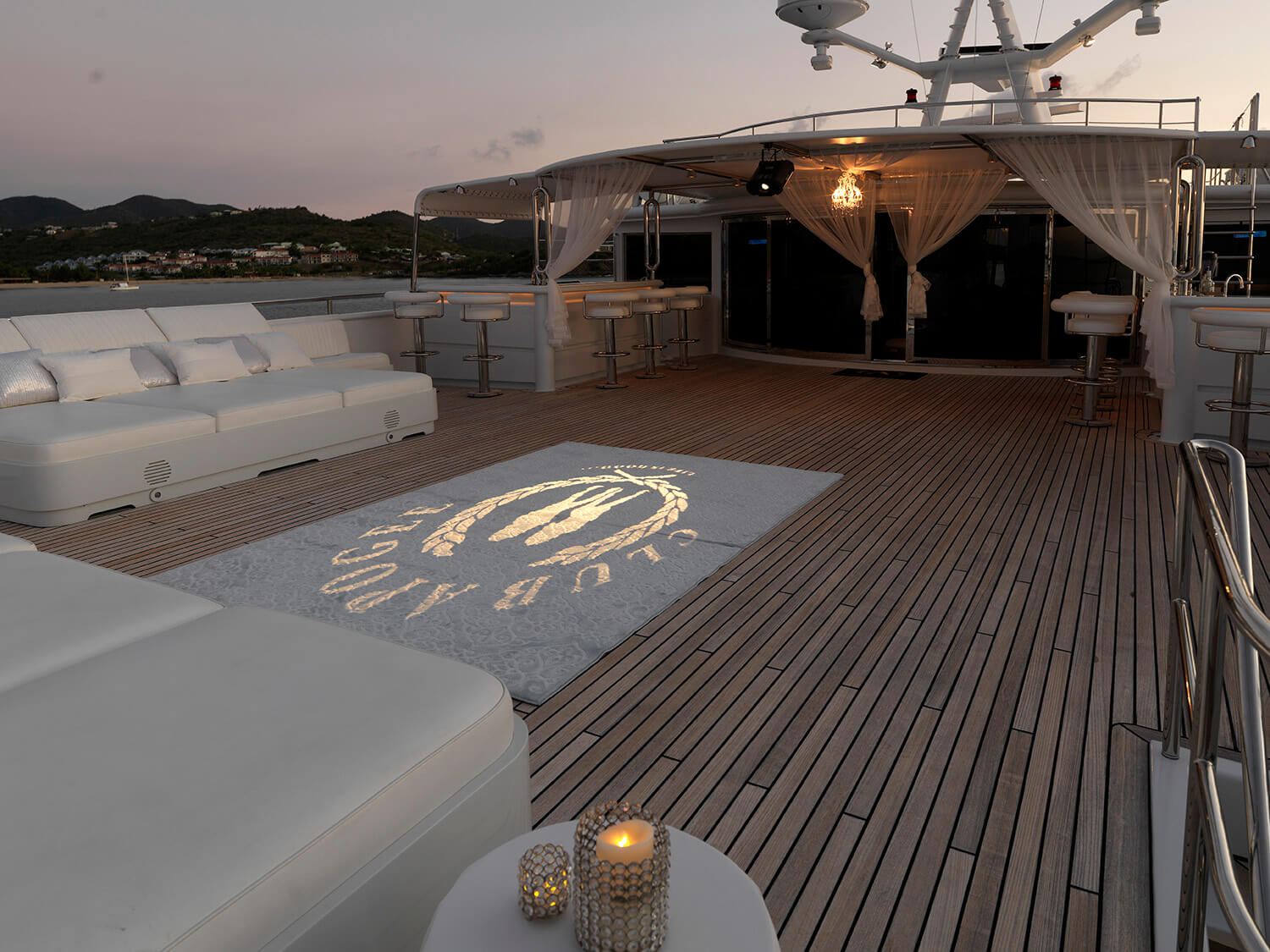 apoyee yacht party