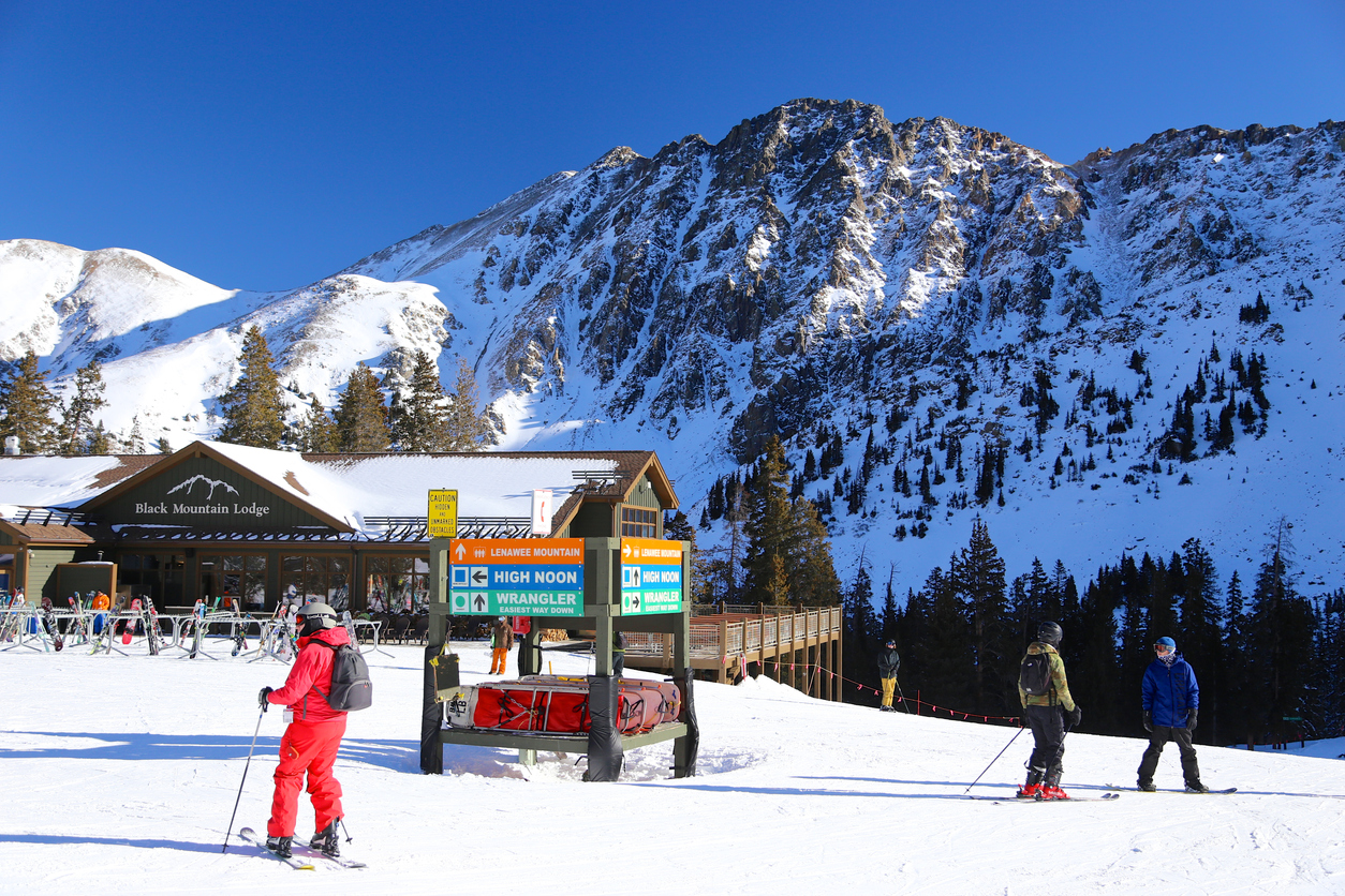 skiing in Vail Colorado, a luxury mountain vacation