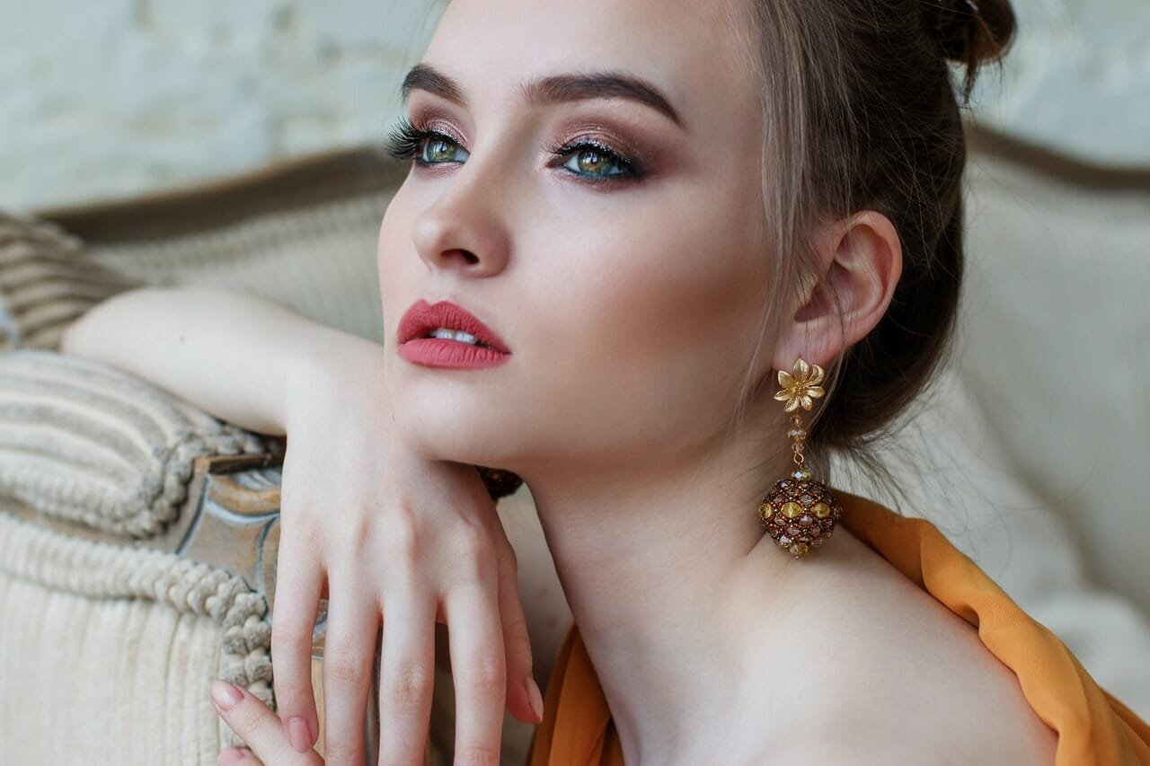 Elegant unusual silver chain and gold jewelry